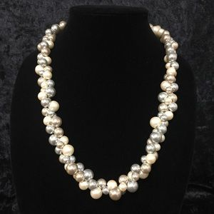 Jewelry - Vintage variegated pearl necklace by Napier i010